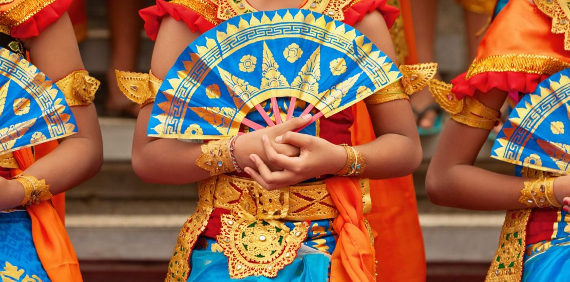Asian,Travel,Background.,Group,Of,Beautiful,Balinese,Dancer,Women,In